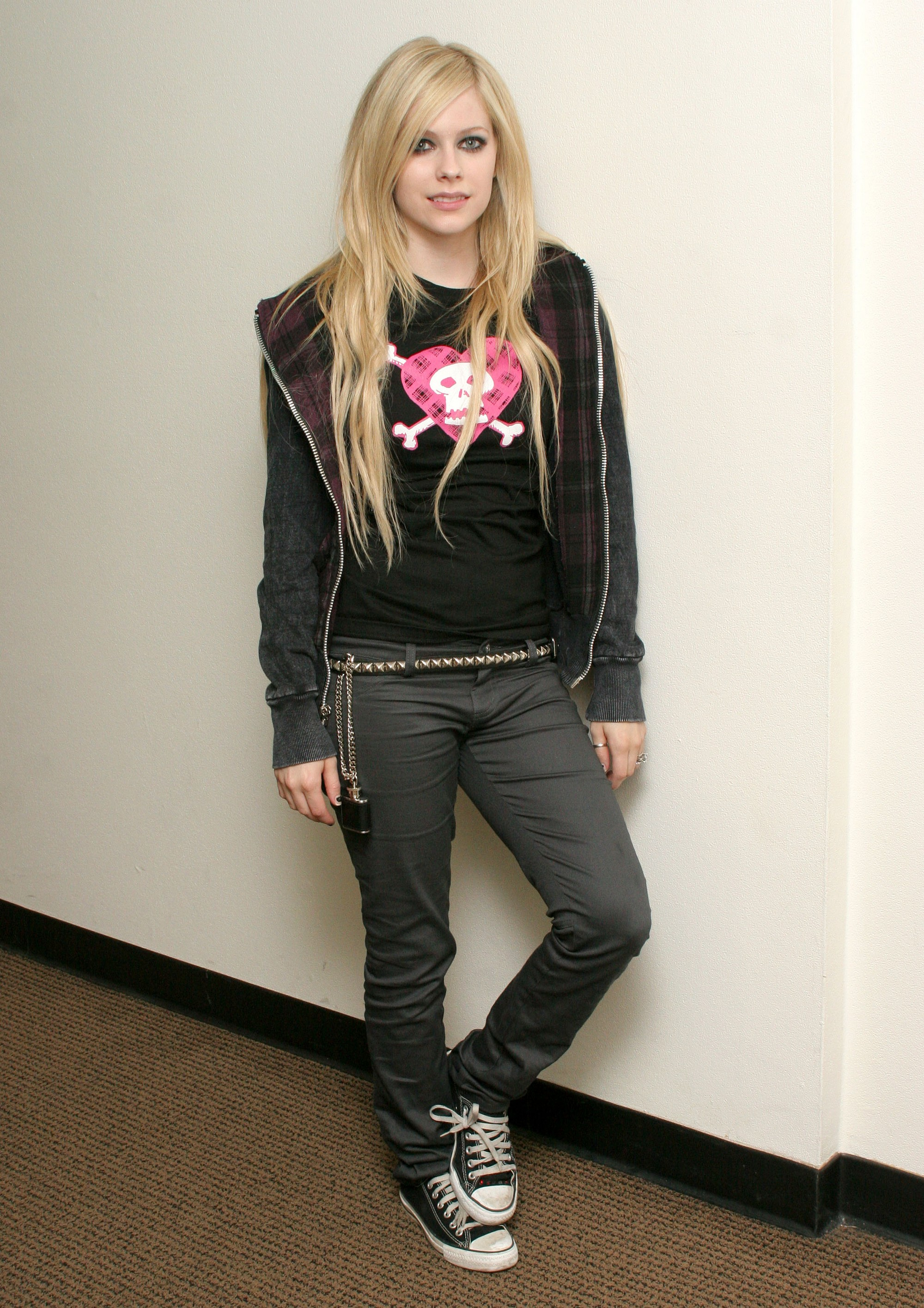 http://www.avrilpix.com/albums/Photoshoots/Carson%20Daily%20Show%202007/03.jpg